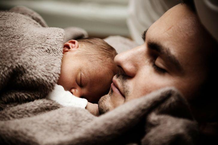 Ученые заявляют, что отцы влияют на жизни дочерей сильнее, чем мы думали, и нам не терпится